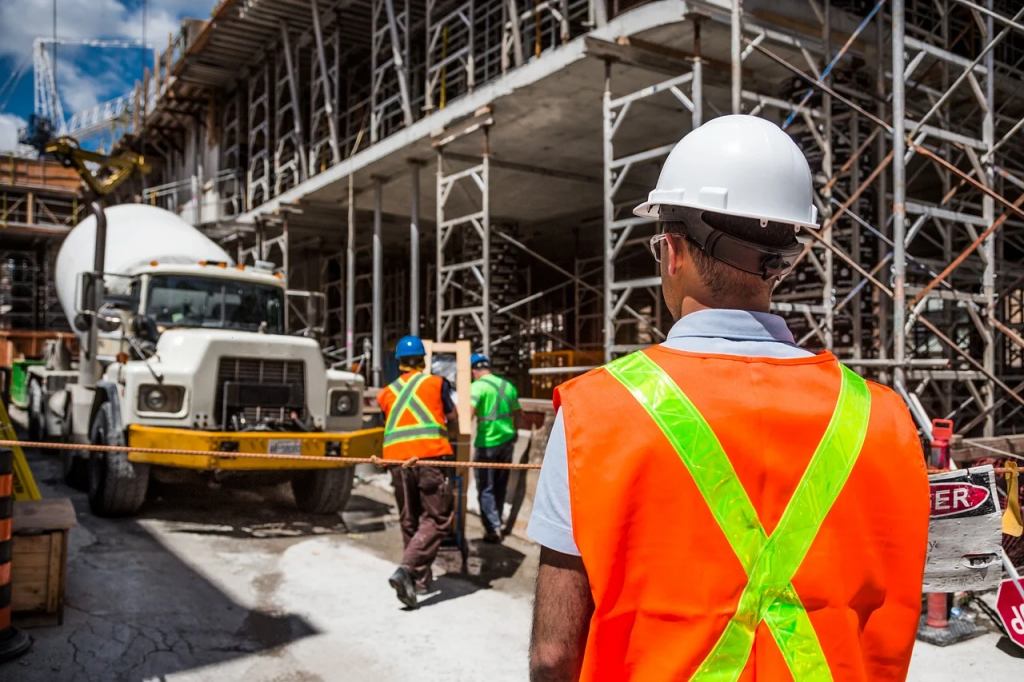4 Factors to Consider When Starting a Construction Business